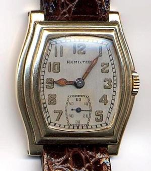 Une montre-bracelet fabriquée en 1936, dont les chiffres et les aiguilles sont couverts d'une peinture au radium.