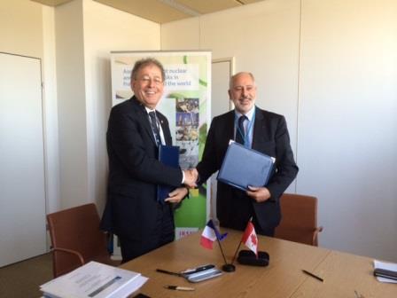 M. Michael Binder, président de la CCSN (à gauche) et Jacques Repussard, directeur général de l'Institut de radioprotection et de sûreté nucléaire de France