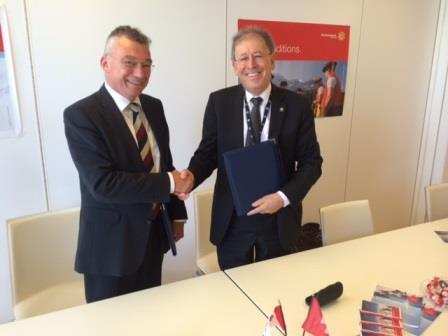 M. Michael Binder, président de la CCSN et M. Hans Wanner, Ph. D., directeur général de l'Inspection fédérale de la  sécurité nucléaire de Suisse