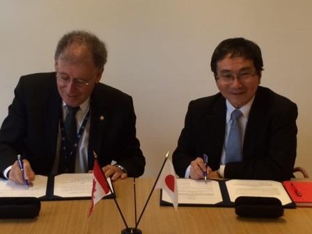 M. Michael Binder, président de la CCSN et M. Masaya Yasui, directeur général des Affaires techniques de l'Autorité de  réglementation nucléaire du Japon