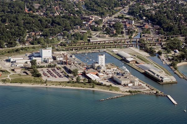 Vue aérienne de l'installation de conversion de Cameco, à Port Hope