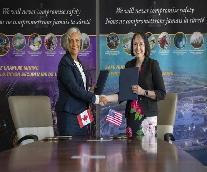 CNSC President Rumina Velshi and U. S. NRC Chairman Kristine Svinicki sign a memorandum of cooperation during an official signing ceremony in Ottawa, Ontario.