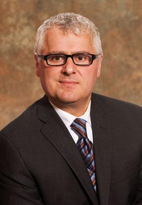 Stéphane Cyr, Vice-président et chef des services financiers
