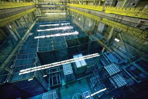 Image de    la piscine de stockage du combustible usé de la centrale nucléaire de Bruce
