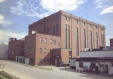Image du    bâtiment du réacteur national de recherche universel des LCR
