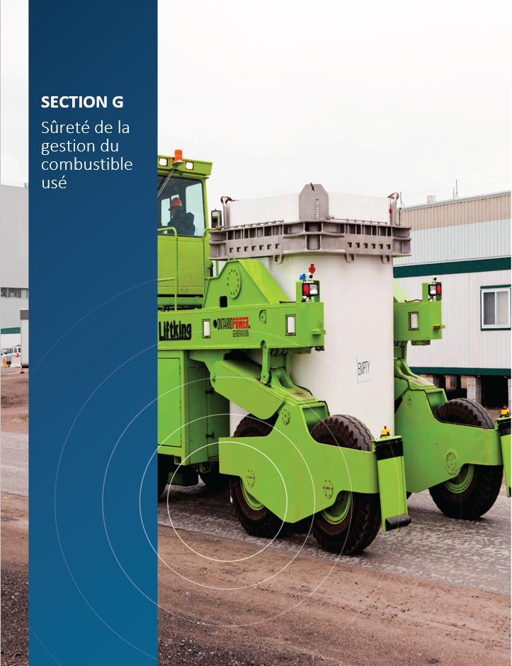 Image    de couverture pour la section G, Sûreté de la gestion du combustible usé,    montrant un employé qui transfère un conteneur de stockage à sec vide    d'Ontario Power Generation