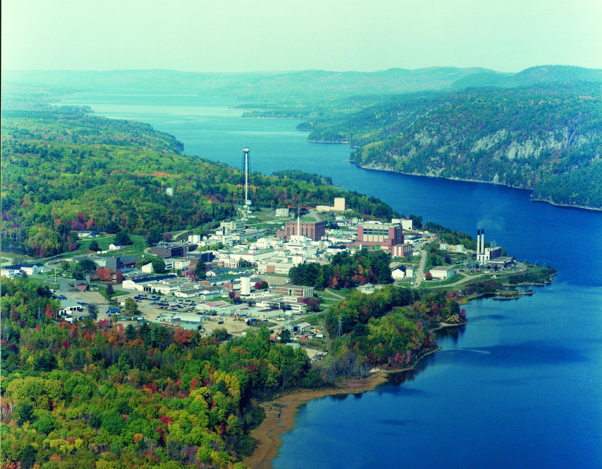 Vue aérienne des Laboratoires de Chalk River d'EACL