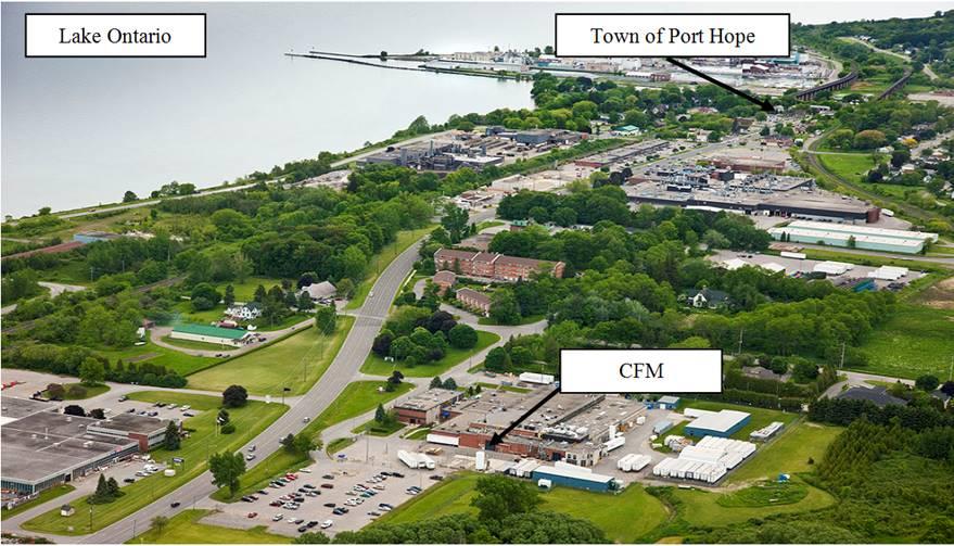 Cette photo montre une vue aérienne de l'installation de Cameco Fuel Manufacturing, qui se situe à Port Hope, en Ontario, sur la rive nord du Lac Ontario.