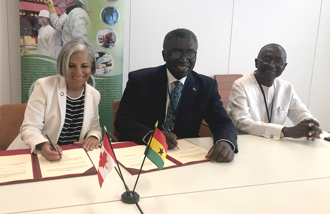 CNSC President Rumina Velshi (left) and Prof. Kwabena Frimpong-Boateng (right), Minister for Environment, Science, Technology and Innovation – Ghana