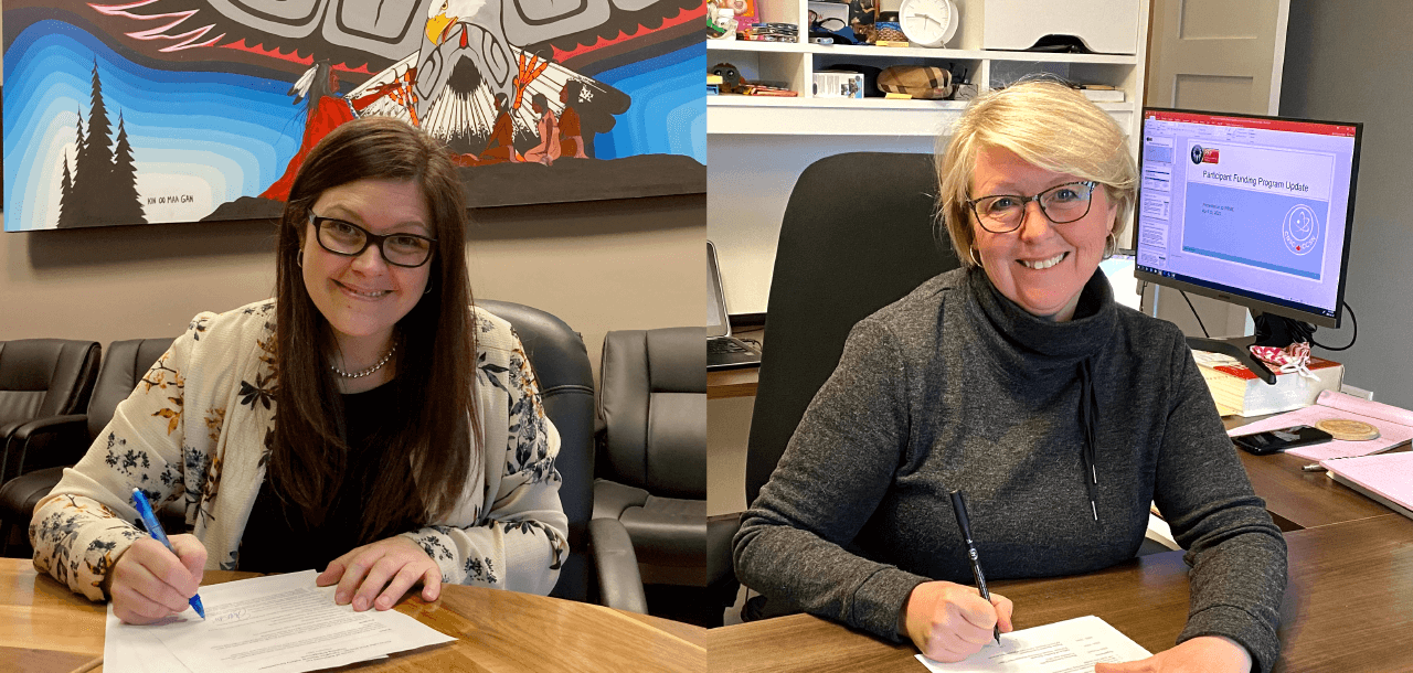 Emily Whetung (à gauche), cheffe de la Première nation de Curve Lake, et Clare Cattrysse (à droite), directrice de la Division des politiques et des affaires autochtones et internationales de la CCSN, signant le cadre de référence de façon virtuelle